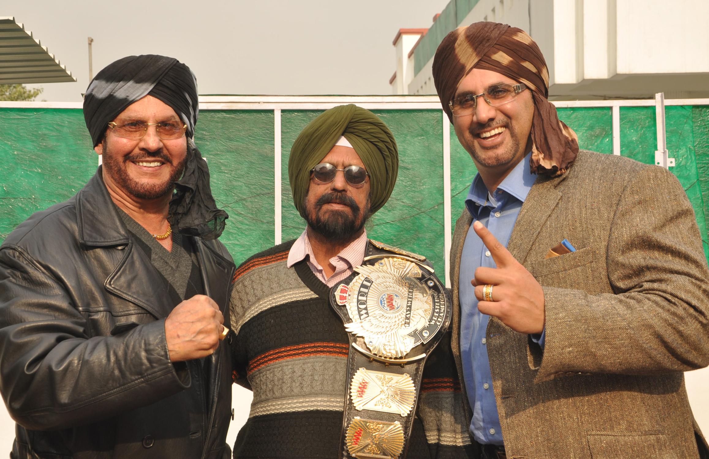 संपादक गुरबख्श सिंह सैनी के साथ सामाजिक संस्था टाइगर जीत सिंह फाउंडेशन के प्रतिनिधि