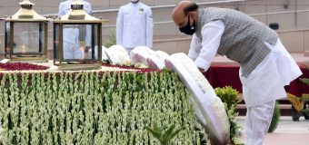 Rajnath Singh  रक्षा मंत्री, Defence Minister of India visited the National War Memorial in New Delhi and paid tributes to those brave soldiers